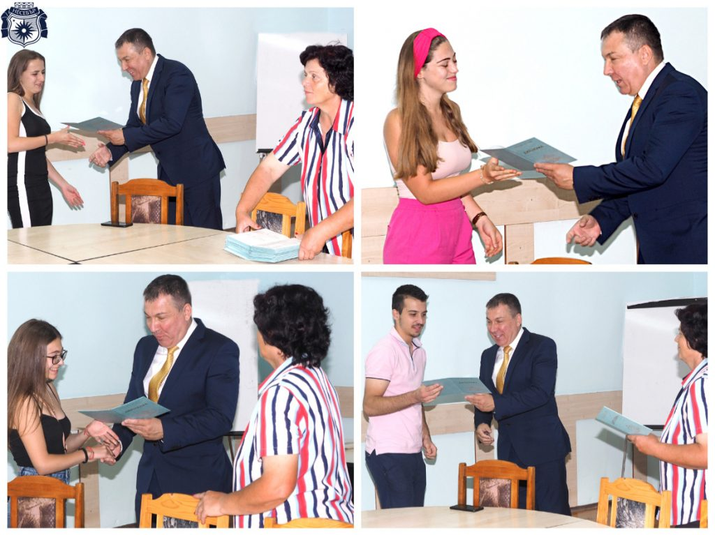 Кметът на Несебър връчи дипломи за средно образование на зрелостниците